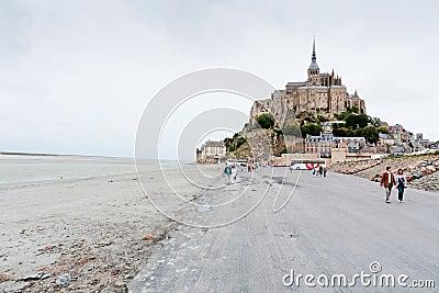 Ansicht über Mont Saint-Michel, Frankreich Redaktionelles Bild