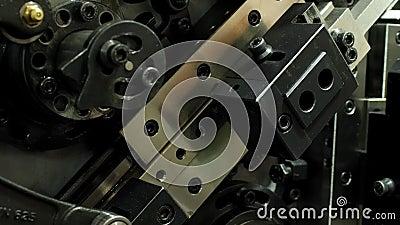 Antecedentes de equipo de ingeniería Cierre de las piezas de acero móviles de la máquina automática almacen de video
