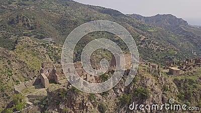 Antena cinemática de la órbita 4k del pueblo fantasma de Amendolea, Calabria, Italia almacen de metraje de vídeo