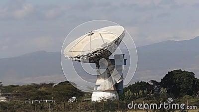 Antena de satélite para radiodifusão de sinais de comunicação, antena parabólica, Quénia, video estoque