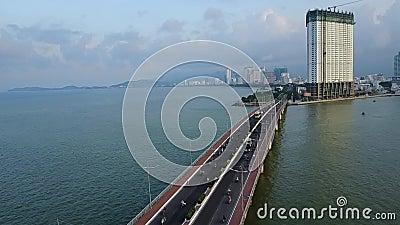 Antena del mar del barco del puente de la ciudad de Nha Trang almacen de video