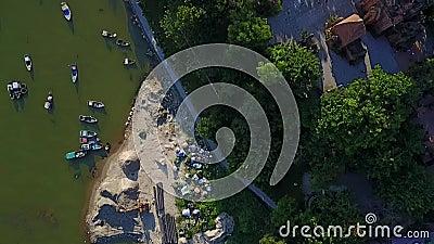 Antena del mar del barco del puente de la ciudad de Nha Trang almacen de metraje de vídeo