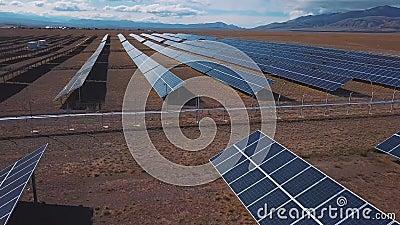 Antena: Wsi sceneria z energii słonecznych roślinami Altai, Kosh-Agach Blisko do granicy Mongolia zdjęcie wideo