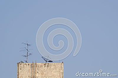 Antenna and satellite dish