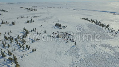 Antenne des Hauses in der Tundra stock video footage