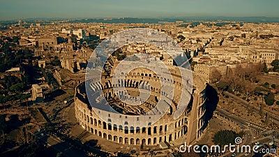 Antenne van Colosseum, het meest bezochte oriëntatiepunt wordt geschoten van Rome, Italië dat stock video