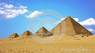 Antiche piramidi egiziane, simbolo dell'Egitto stock footage