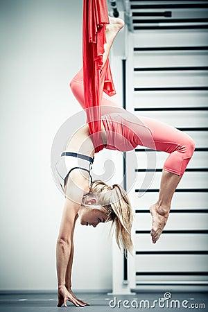 Free Antigravity Yoga Royalty Free Stock Images - 34483209