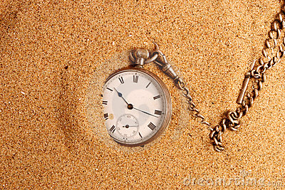 Antigue pocket watch in sand