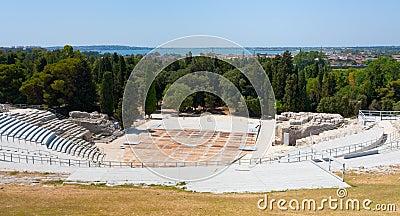 Antikes griechisches Theater und ionisches Meer, Sizilien