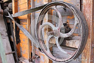 Antikt järnhjul