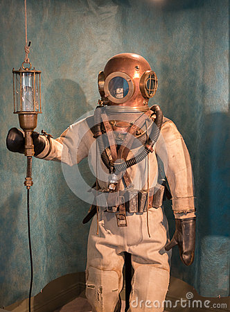 Free Antique Diving Suit Stock Photos - 34511513