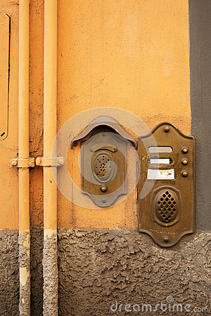 Free Antique Door Bell In Lucca, Italy Royalty Free Stock Photo - 83314615