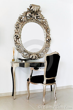 Free Antique Dressing Table Royalty Free Stock Photos - 5555428