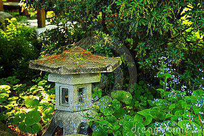 Antique Sennuji lantern, Japanese Garden