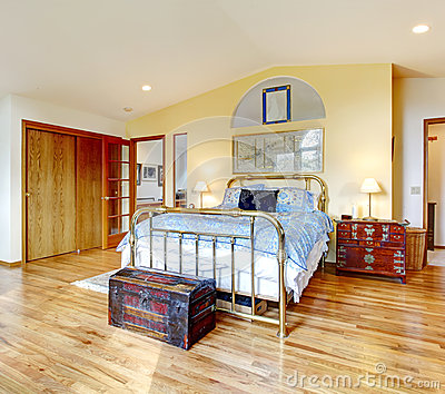 Antique style countryside bedroom