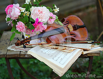Antique violin, notes and spring bouquet