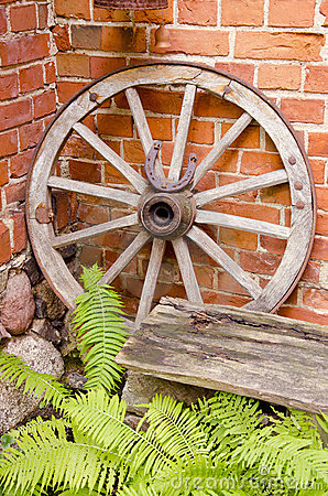 Free Antique Wooden Carriage Wheel. Royalty Free Stock Photo - 21242755
