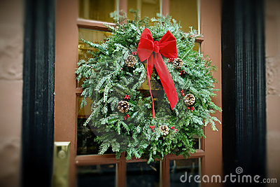 Antiqued венок двери рождества вися