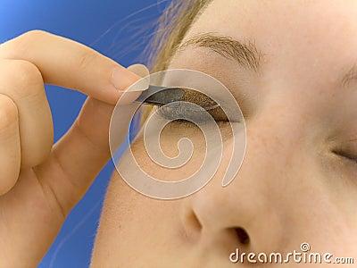 Anwenden der Augenschminke