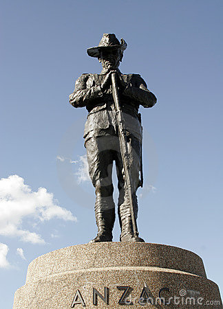 Free Anzac Digger Statue Royalty Free Stock Image - 10736016