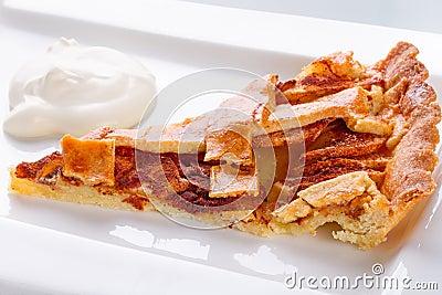 Apfelkuchen und Sahne