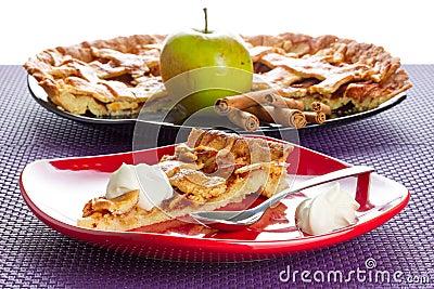 Apfelkuchennachtisch mit Sahne