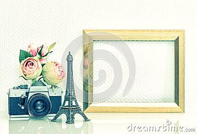 appareil photo rose de vintage de fleurs de cadre de tableau tour eiffel paris photo stock. Black Bedroom Furniture Sets. Home Design Ideas