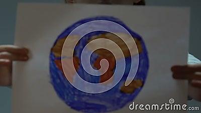 Apparence De Petite Fille Dans Le Dessin De Caméra De La Terre Programme De Sauvegarde De Planète Unité