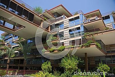 Appartamenti moderni con la camminata del cielo fotografie for Appartamenti moderni foto