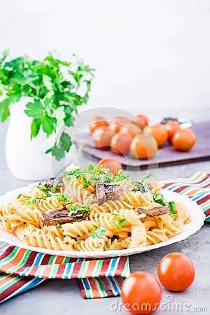 Free Appetizing Pasta With Fried Mushrooms And Fresh Herbs On A Plate Stock Images - 116770704
