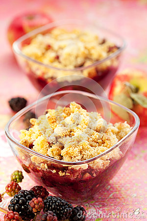 Free Apple And Blackberry Crumble Royalty Free Stock Photos - 25989098