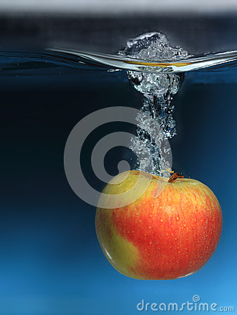 Free Apple In The Water Splash Over Blue Background Royalty Free Stock Photo - 30895015