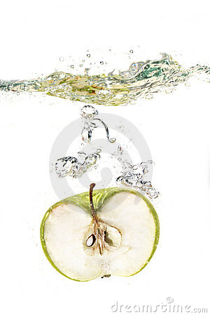 Free Apple In Water Royalty Free Stock Photo - 2669045