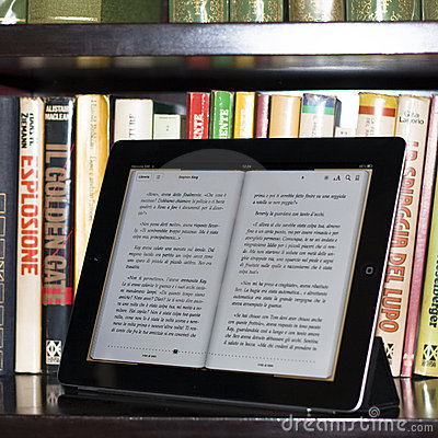 Apple ipad 2 in a modern library Editorial Stock Image