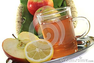 Apple-lemon tea
