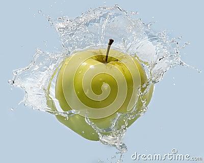 Apple na água