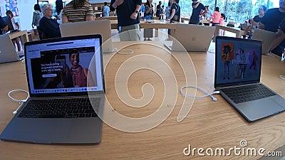 Apple Store MacBook pro banque de vidéos