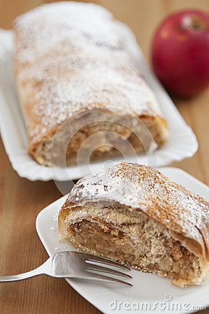 Free Apple Strudel Royalty Free Stock Photos - 34981358