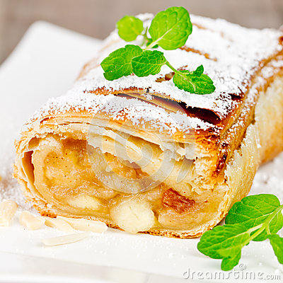 Free Apple Strudel Royalty Free Stock Images - 41772579
