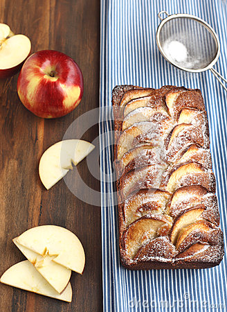 Apple-topped loaf cake