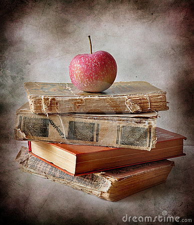 Free Apples And Books Royalty Free Stock Photography - 16030747