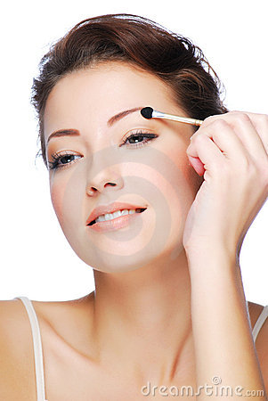 Applying eyeshadow using cosmetic applicator