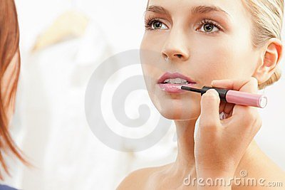 Applying pink lipglass