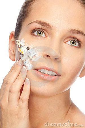 Applying scrub with sea minerals