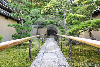 Approach road to the temple, Koto-in a sub-temple of Daitoku-ji