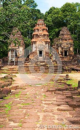 Approach to Preah Ko
