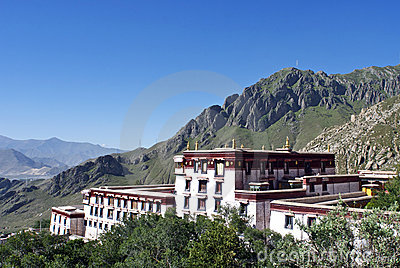 Approaching the Drepung Monastery