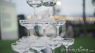 Approvvigionamento di nozze Concetto di matrimonio di celebrazione Menu dell'alcool della barra e del ristorante Bevanda di lusso video d archivio
