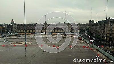 Après-midi pluvieux à la plaza de constitution, Zocalo, Mexico District fédéral banque de vidéos